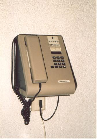 "One of Telekoms Clubtelefon series - found in restaurants and bars.  Uses standard phone jack.</BR></BR><span class=""date-display-single"" property=""dc:date"" datatype=""xsd:dateTime"" content=""1995-01-02T00:00:00+00:00"">Jan 02, 1995</span>"